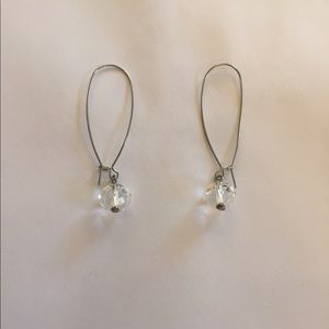 Banana Republic beautiful earring new without tag